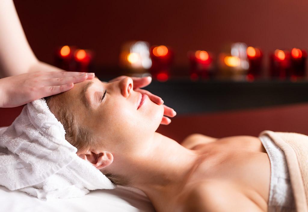 graeflicher-park-health-resort-hotel-spa-face-massage