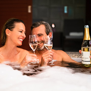 graeflicher-park-health-resort-hotel-spa-luxus-spa-suite-couple